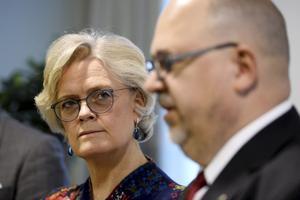 """Carola Lemne, Svenskt Näringsliv och Karl-Petter Thorwaldsson, LO, har svårt att förhandla och komma överens om fler""""enkla"""" jobb."""