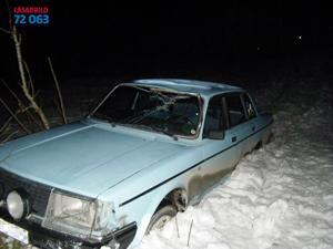 En våldsam biljakt slutade på en skoterled.