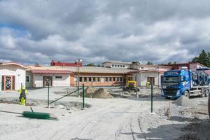 Fler klassrum för elever behövs i Orrviken och samtidigt byggs det nya och fräscha lekområden. Kostnaden beräknas till runt 35 miljoner kronor.