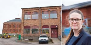 Stilmässigt är det ingen tvekan om att den gamla industribyggnaden där Folkteatern i dag har sin verkstad hör ihop med gasklockeområdet. Lägenheterna i huset får högt i tak och massor av stora fönster, konstaterar Karin Persson på Pierre Entreprenad som äger byggnaden.