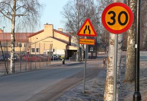 Yrkestrafikgruppens hastighetskontroll blev den tredje mätningen i rad som påvisar bilisternas usla respekt för 30-gränsen vid Kyrkskolan.