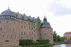 På söndagseftermiddagen var bläckfisken på slottet lagad och armarna på  plats igen.