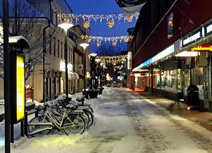 Efter den dramatiska ökningen av personrån i Borlänge avråder polisen Borlängebor från att vara ensamma ute på natten.