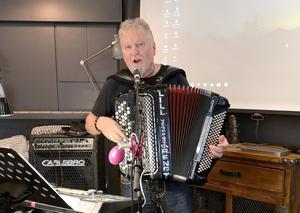 Lill-Bengt bjöd på en härlig underhållning. Foto: Britt Wikman