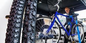 Under lördagen kunde alla cyklister få sina cyklar servade inför vintern på Brotorget i Bollnäs, bland annat  av Olle Grönqvist  från Grönqvist cykelprodukter.