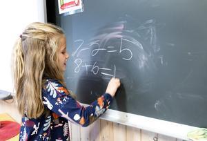 Enkel matematik visar att Södertälje kommun prioriterar ned förskoleklasserna. Foto: Gorm Kallestad/TT