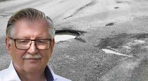 Insändarskribenten har listat flera platsermed potthål och andra vägskador. Tage Gripenstam (C), är tekniska nämndens ordförande och politiskt ansvarig för vägunderhållet i Södertälje. Foto: Arkivbild