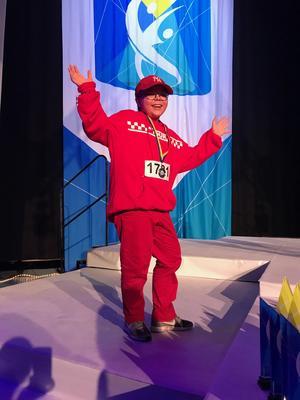 Chris Almqvist tog en silvermedalj i barnbattle-klassen och vann klassen superstar barn i hiphop solo.