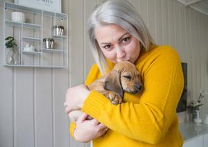 Carolina Nymark fäste sig vid den lilla hundvalpen direkt när familjen besökte hundstallet.