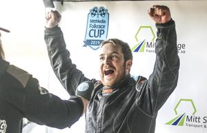 En jublande glad Micke Sundberg efter finalsegern.