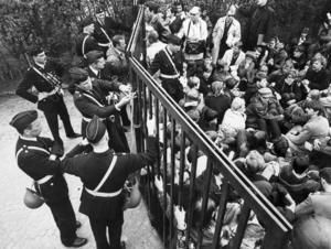 I maj 1968 stoppade demonstrationer en Davis Cup-match i Båstad mellan Sverige och Rhodesia. Anledningen  till demonstrationerna var att landet, som nu heter Zimbabwe,  på sextio- och sjuttiotalen var en apartheid-diktaur. Demonstranterna blockerade bland annat tillfartsvägarna till arenan. Foto: SCANPIX