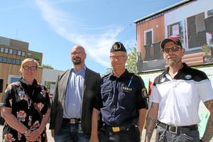 Helene Kristins, Fredrik Wallström, Håkan Boberg och Reine Karlsson redo att debattera tryggheten i Värnamo.