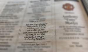 Upphovspersonerna till dikter i dödsannonser har länge varit utan ersättning, men nu har ett avtal slutits som ska ge poeterna ersättning. Foto: Ann Edliden/TT