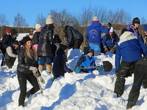 Snöskottningen ger fina pengar till klass fem på Vemdalens skola.