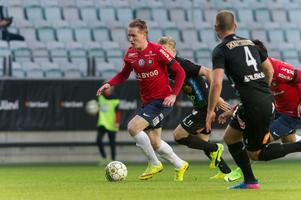 Emil Skogh kan komma att spela som nummer tio på det grönvita mittfältet – och med sin fart och teknik skulle han kunna bryta linjer i ytorna mellan mittfält och försvar. Foto: Stefan Kroll