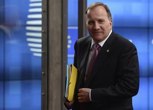 Statsminister Stefan Löfven lämnar senaste EU-toppmötet med en kompromiss som innebär att EU ska ge stora bidrag till länder som drabbats hårt av pandemin.