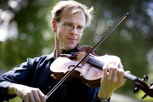 Robert Westlund valde tidigt altfiol som sitt instrument.