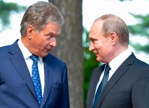 Finlands president Niinistö och Rysslands president Putin under ett besök på presidentens sommarbostad Gullranda, utanför Nådendal,  2016.Foto via AP.