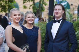 Miranda Thidé och Alice Åsberg har båda gått samhällsprogrammet. Max Modin har studerat elprogrammet.