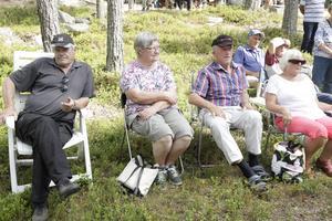 Harry Belth och Margareta Olsson från Huskölen och Bertil Österlund och Göra Haglund från Älvros.