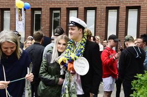 Jonathan Åberg uppvaktades efter att gymnasiet är över.