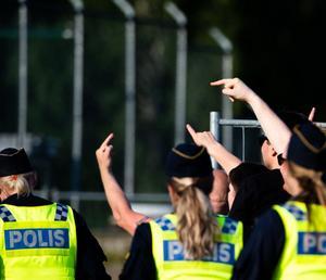 Poliser och supportrar på Stora Valla i Degerfors.