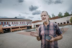 Skolans rektor Torleif Ander menar att beslutet togs i samråd lärare som såg att eleverna var slitna.