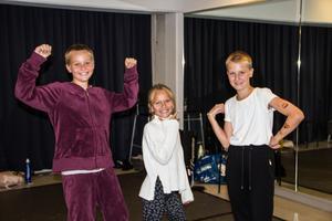 Från vänster: Molly Gidlöv, Vera Angemo och Tyra Björknäs uppskattar Street-dans mest av allt de får lära sig under danslägret.