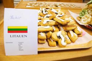 För att lära sig att skriva på svenska får eleverna själva skriva vad deras produkter innehåller.