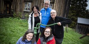 Mats Hurtig, Jan Sundberg, Stina Sundberg, Kicki Korths-Aspegren, Malin Nilsdotter Nyström och Linus Isander (saknas på bilden) i Botvidgänget går hem i stugorna.