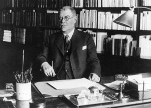 Konstnären och författaren Albert Engström (1869-1940) är nog mest känd för sina originella karikatyrer och skämtteckningar. 1897 startade han skämttidningen Strix, där figuren Kolingen var en återkommande figur. Han var också en framstående naturskildrare. Hans ateljé ligger än idag på en klippa vid havet i Grisslehamn och är tillgänglig för allmänheten som museum. Engström blev invald i Svenska akademien 1922 och var professor vid Konsthögskolan i Stockholm 1925–1935. Foto: TT