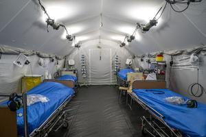 De fältsjukhus som tidigare fanns och som nu snabbt hade kunnat sättas upp har avvecklats eller sålts.