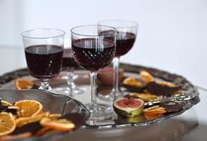 En fördrink med ett litet tilltugg är en perfekt start på festen, gästerna känner sig genast välkomna.Foto: Fredrik Sandberg / TT