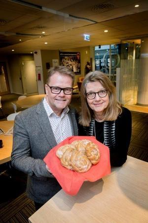 Anders Nilsson, chefredaktör och Karin Andersson, marknadskoordinator genomför just nu en läsarturné runt om i Örebro län.