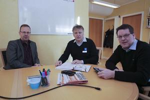 Snart går de skilda vägar, kommunalrådet Håge Persson (M), kommunchefen Jan Lindström och kommunalrådet Leif Pettersson (S).