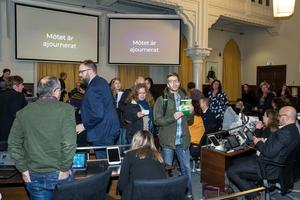 Kommunfullmäktige i Örebro avbröts av en demonstration från mMiljörörelsen Extinction Rebellion.