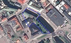 Polisen spärrade av ett stort område i centrala Falun för den tekniska undersökningen efter skjutningen torsdagkväll.  Foto: Google maps