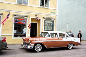 Utöver att arrangera Elvisdagarna driver Runo Andersson och Jonny Brinksäter även Elvisboden tillsammans.