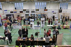 På torsdagen hade Kyrkbacksskolan en omvänd gymnasiemässa, Kyrkbacksmässan. Företag och utbildningsanordnare mötte elever och framtida arbetskraft.