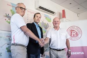 Stefan Gunstad (t.v) och Thomas Viktorsson (mitten) tillsammans med Rospiggarnas nya huvudsponsor Credentias VD Ronny Jansson.