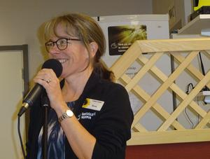 Anna Borg är alltid så här glad då hon får bjuda Kom Ins gäster på närproducerad lokal musik.