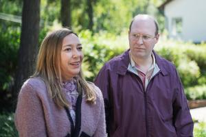 Anette och Ove (Malin Cederbladh och Henrik Dorsin) brottas med infertilitetsproblem och tar till desperata åtgärder i jakten på en spermadonator. Pressbild.