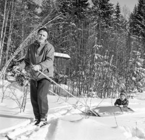 Det bästa och vanligaste sättet att ta sig till Stormorshäll var med hjälp av skidor eller pulka.