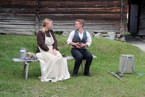Jonas Olofsson möter den skönsjungande vallpigan Kerstin Jonsdotter på Gäddviksvallen i Delsbo