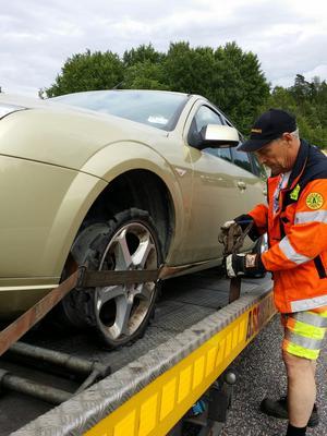 Efter Explosionen. Det var nästan ingenting kvar av däcket när bilen bärgades från olycksplatsen. Foto: Privat