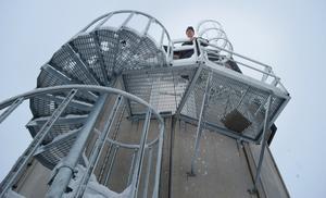 Det tredje reningssteget, den biologiska reningen, sker i en hög siloliknande byggnad.