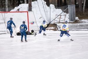 Lukas Mårdberg i Falun hittar luckan bakom Adam Reyier i Borlängemålet tidigt i matchen och gör 1–0 för bortalaget.