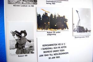 En trappa upp finns många fotografier och berättelser från Åstön.