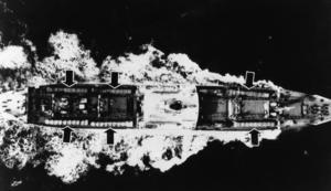 Sovjetiskt fraktfartyg lastad med missiler (se pilarna) på väg mot Kuba. I oktober 1962 stod USA och Sovjetunionen på randen till kärnvapenkrig i det som kom att kallas Kubakrisen. Foto: PrB / SCANPIX