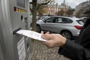 Sandtorget i Skövde är en av platserna där man skulle kunna slopa parkeringsavgifterna, vilket är M Sveriges förslag för att stötta den lokala handeln som har svårigheter på grund av corona.